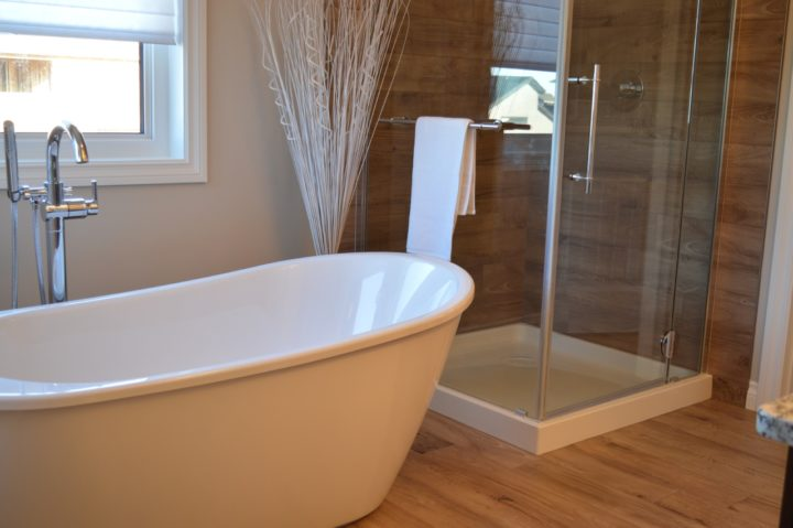 Il piatto doccia o la vasca da bagno